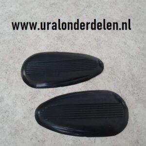 Rubbers zijkant benzinetank K750 www.uralonderdelen.nl